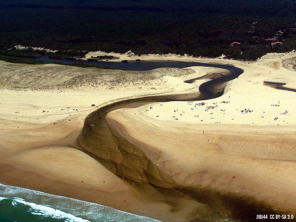 L'embouchure du courant d'Huchet dans l'océan